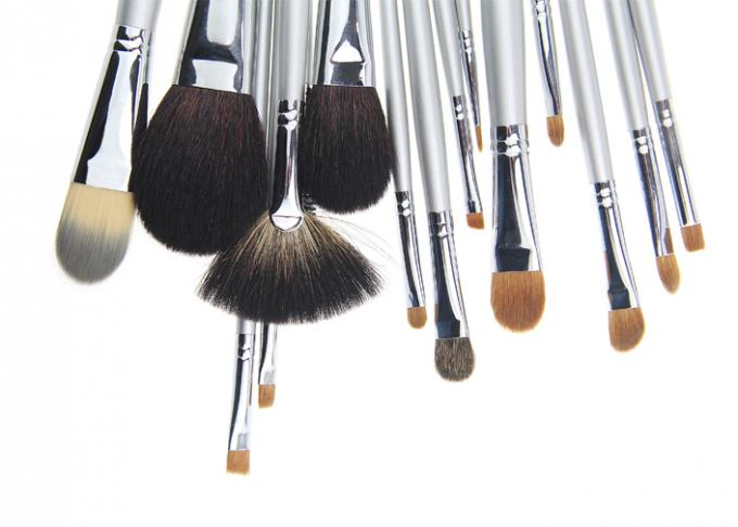 16 Pieces Of  Cosmetic Brush With Shiny Wooden Handle And Natural Hair