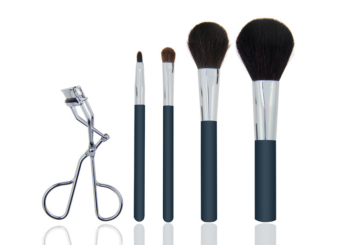 4 Pieces Goat Hair Natural Makeup Brush Set With Stainless Steel Eyelash Curler