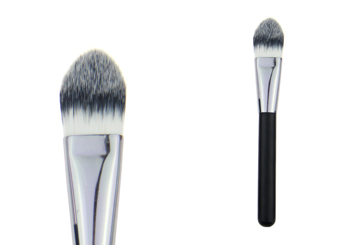Eco Sliver Ferrule Cute Powder Foundation Brush With Long Wooden Handle