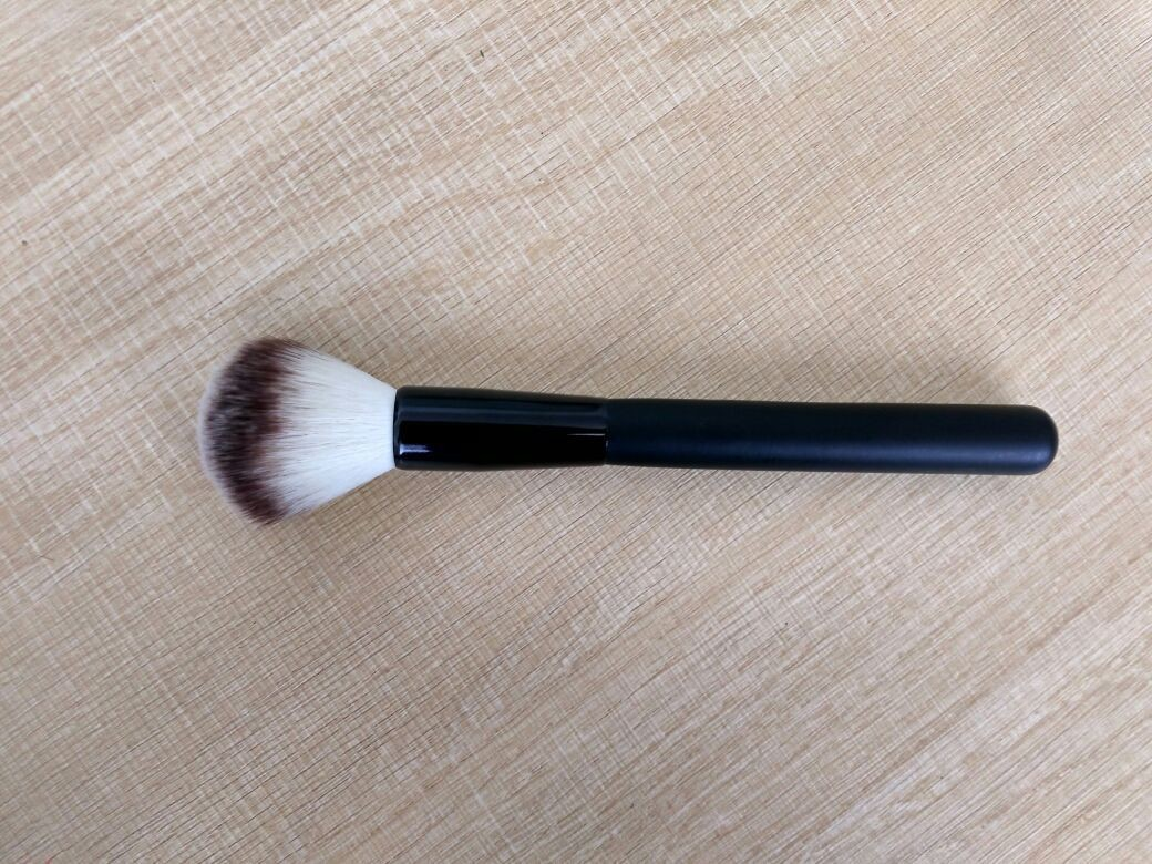 Popular Black  Handle Makeup Powder Brush With Aluminium Ferrule