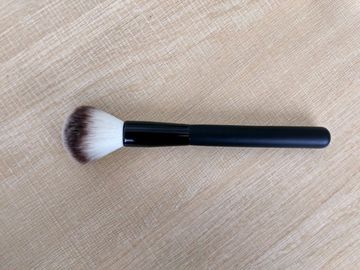 China Popular Black  Handle Makeup Powder Brush With Aluminium Ferrule factory