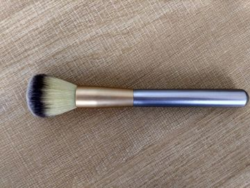 China Popular Silver Handle Makeup Foundation Brush With Aluminium Ferrule factory