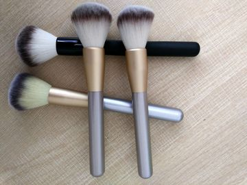 China New Popular Cosmetic Tool Black  Handle Makeup Powder Brush With Aluminium Ferrule factory